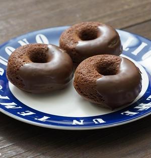 溶かして混ぜるだけ!ホットケーキミックスで作るチョコ焼きドーナツのレシピ