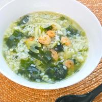 魚の旨みで減塩&ホッとする美味しさ〜海老とセロリとたっぷりワカメのスープご飯。
