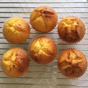 お好みの味でアレンジ!おうちにあるジャムで作る簡単「カップケーキ」