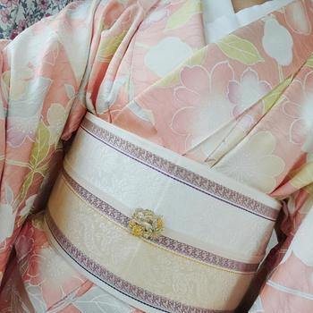 桃色花柄正絹着物×ベージュ博多織半幅帯