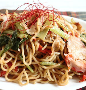 【簡単!レンジ調理】手軽に1人前(^^)dカニカマと小松菜のレンチン焼きそば