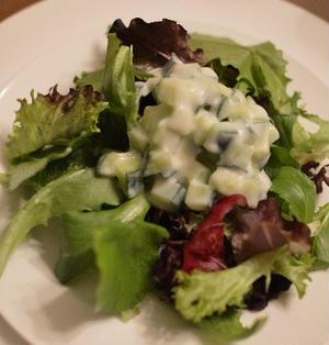 ドイツの固いキャベツで極旨カレー きゅうりのライタのサラダ