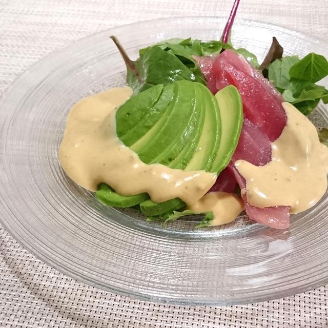 アボカドとマグロのサラダ、味噌と柚子胡椒を効かせた和風ドレッシング
