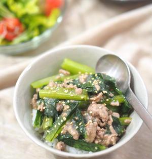 素材2つ・包丁不要♡時間がない時に♡小松菜とひき肉の味噌あんかけ丼♡