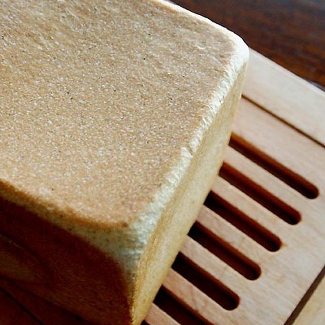 はじめて・・よもぎ角食パン&眠いにゃ♪