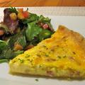 キッシュロレーヌとプラム入りサラダとブロッコリースープ