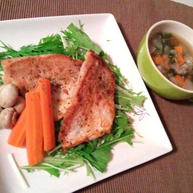 晩ごはん:連子鯛のムニエルと野菜たっぷりコンソメスープ。
