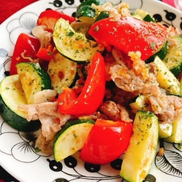 ズッキーニと豚肉のニンニク炒め(動画レシピ)/Zucchini and pork sauteed with garlic.