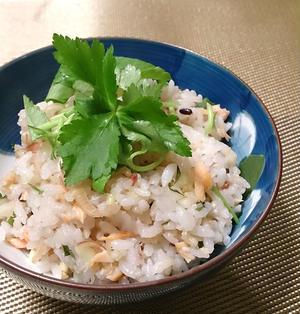 混ぜるだけ簡単☆鮭の雑穀醤油バター混ぜご飯
