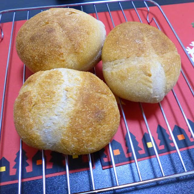 【塩1gでパン】リスドォル&全粒粉 とホシノでミニブール。ビーフシチューカップにしようかと。