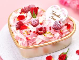 毎年大好評の母の日限定ギフト!ハート型のケーキは、バラに見立てたピンクのクリームがたっぷり♪器から直...