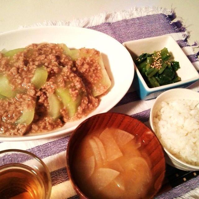 晩ごはん:青瓜のそぼろあんかけとつるむらさきの辛子酢味噌和え。