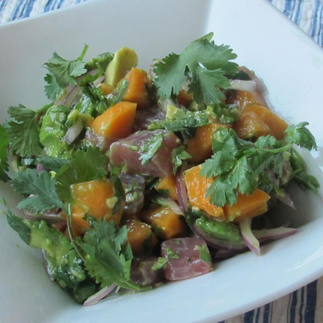 鮪とアボカドと柿のセヴィチェ&ローストパプリカとスモークサーモン