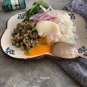 鶏そぼろと豆のバジル炒めご飯
