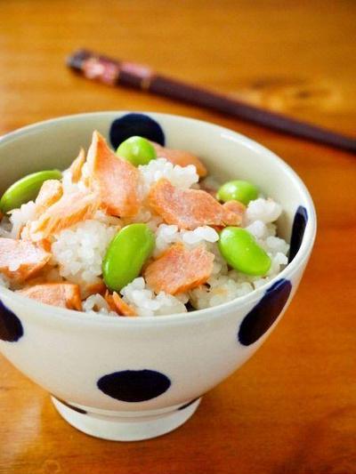 クックパッド人気検索1位!鮭と枝豆の白だし混ぜご飯