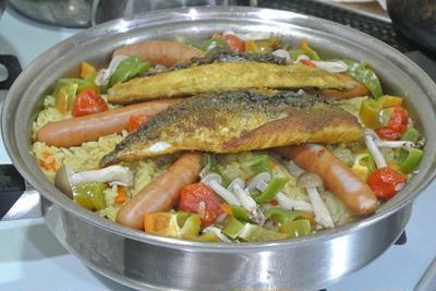 カレー風味の塩サバと根菜のピラフ