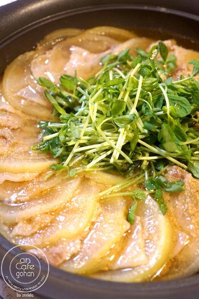 栄養満点◎ 豚肉と豆苗の大根ミルフィーユ鍋