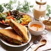 アボカド、ベーコンのグリルドチーズ