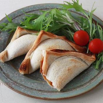 残りカレーと食パンだけ!揚げずに簡単サクサク「焼きカレーパン」