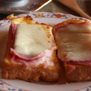 <生ハムとチーズとろりんフレンチトースト>