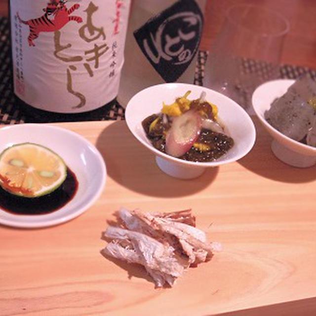 松きのこの刺身、自家製蒟蒻のしょっつる和え、アボカドと鰹の炙りカルパッチョ、しめは