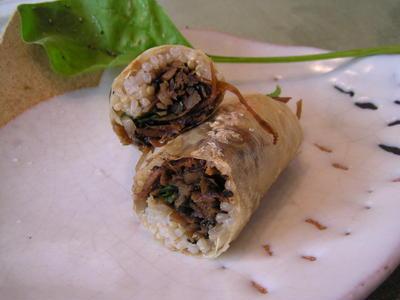 味噌きんぴらゴボウと玄米ご飯の湯葉ロール