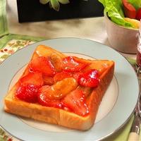 苺とバナナのシナモンシュガートースト♪ 朝食にいかが? 見た目ほど甘くないよ!
