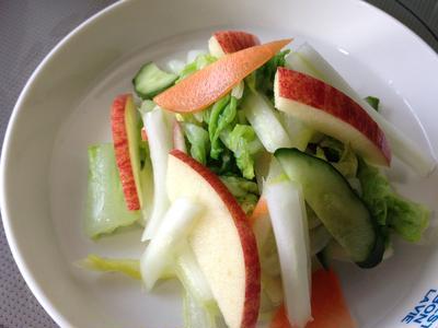白菜とりんごの甘酢サラダ