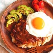 グレイビーソースでロコモコ風*鶏むね肉のハワイアンチキンソテー