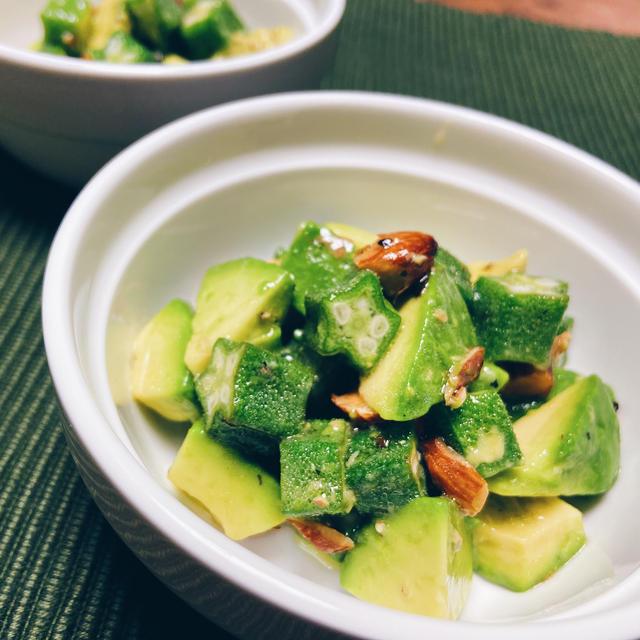 オクラとアボカドのグリーングリーンアーモンドサラダ