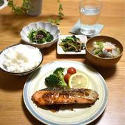 【レシピ】鮭のマスタードソース✳︎ご飯のおかず✳︎簡単…昨日の晩ごはんと練習から帰ってからのご飯。