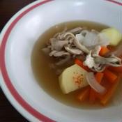 野菜の甘さにピリ辛パンチ!の野菜スープ