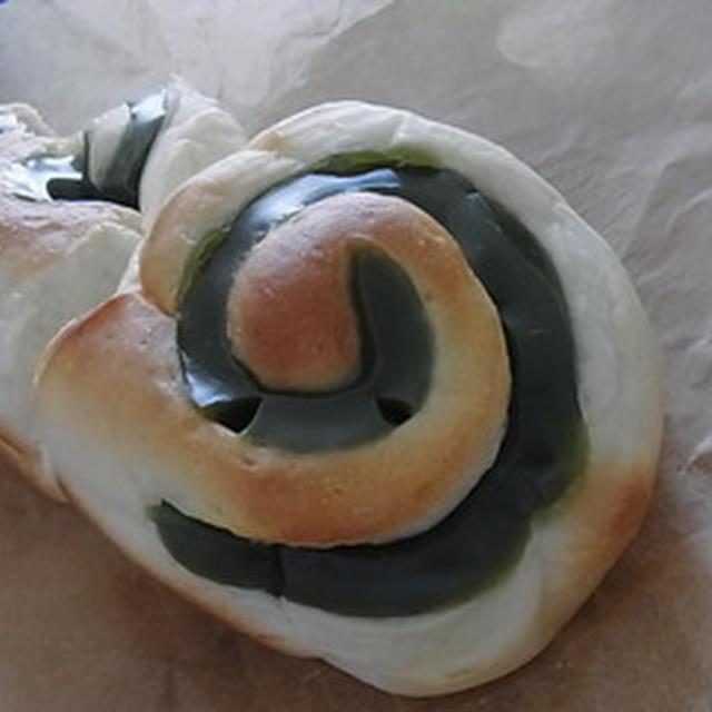ホームベーカリーで簡単パン生地づくり 〜抹茶シートとクルミのパン〜