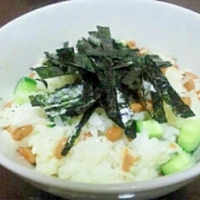 納豆と塩麹きゅうりの混ぜ混ぜご飯