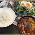 生野菜たっぷり半熟目玉焼きサラダ