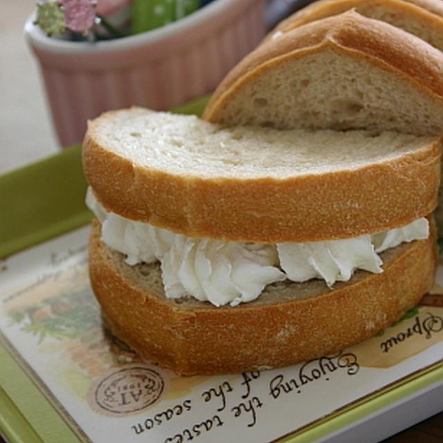 エスプレッソと生クリームでパン。