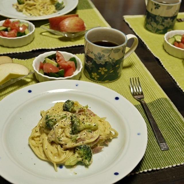 無心にw フライパンで混ぜ混ぜ、カルボナーラの朝ごはん