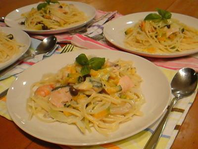 シーフードと野菜クリームパスタ。