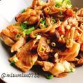 鶏もも肉のきのこ煮込み【ガリバタ醤油の無水調理】(動画レシピ)/Simmered chicken with mushrooms.