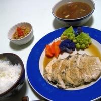 鶏ムネ肉のステーキ。