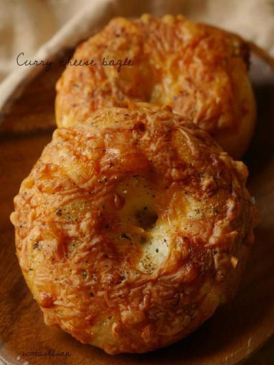 カレーチーズベーグル。