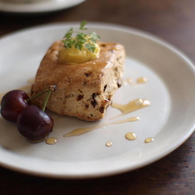 小岩井醗酵バタークリーム・クランベリースコーン。