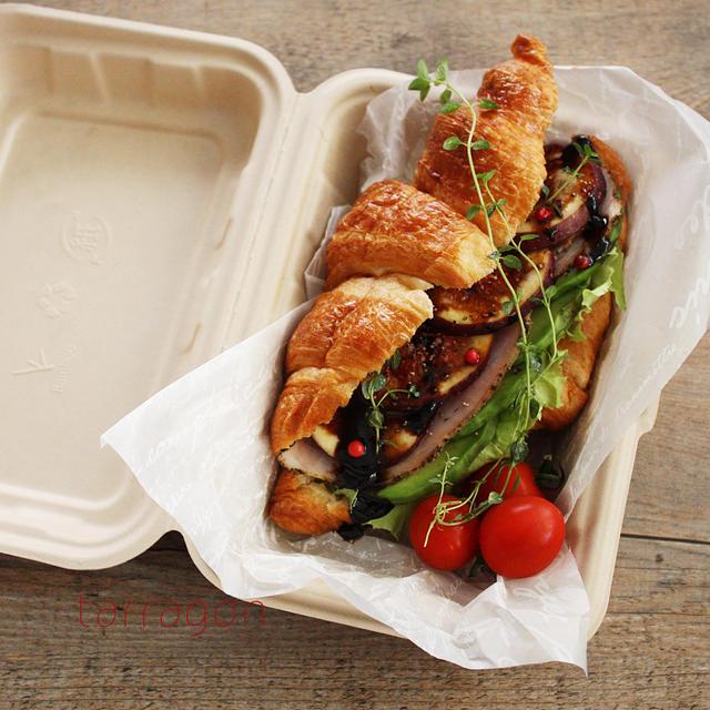 無花果とアボカドのクロワッサンサンド♪竹素材のランチボックス、紙なのに冷凍とレンジ可ってすごい!