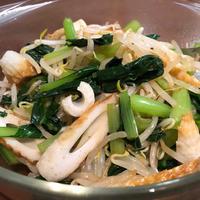 サッと茹でて混ぜるだけ♪小松菜もやしちくわのピリ辛ナムル。