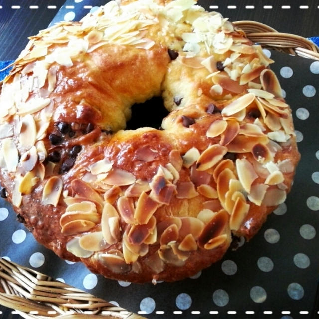 朝から張り切ってま~す♡楽しんでま~す♡可愛い来客にブランチ用のパン焼きました(*^^*)