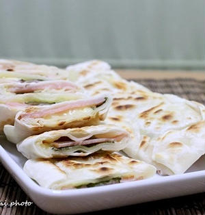餃子の皮でハムチーズ春巻き&炊き込みご飯で出汁の利いた焼きおにぎり