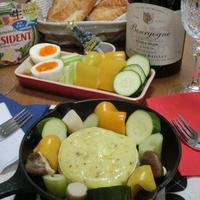 好きな野菜とパンで♪ スキレットでカマンベールフォンデュ