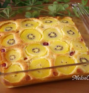 ホットケーキミックスでつくる、フルーツのスコップケーキ☆ゴールドキウイとさくらんぼ味