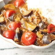 レンジで簡単。素揚げナスとミニトマトのキーマカレー
