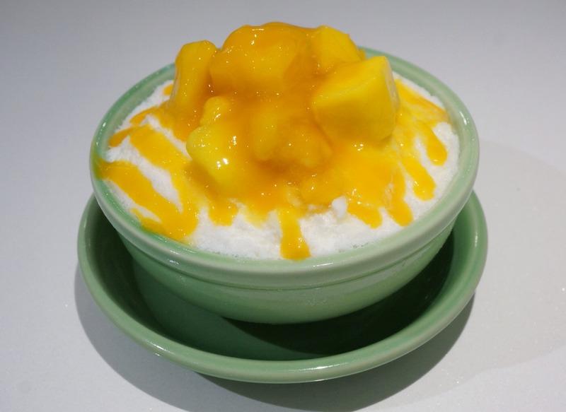 「ごろ~りマンゴー」510円(税込)<br>雪壁に鮮やかなオレンジ色のマンゴーソースが映える、オープ...
